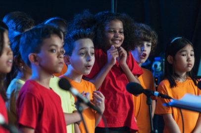 Écoliers sur la scène de Festimixx 2015 ©Bertrand Rey